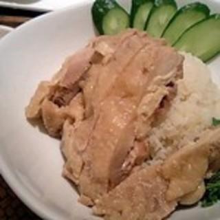 チキンの煮込みのせご飯カオマンガイ
