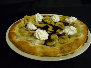 チョコバナナのデザートピザ
