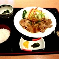 豚ロースの生姜焼き定食