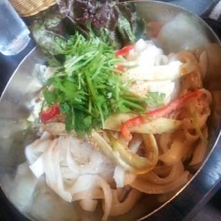 ひんやり茄子のマーラー刀削麺