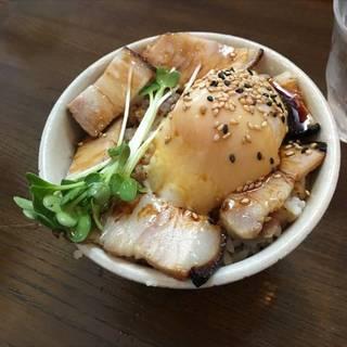 ミニチャーシュー玉子丼