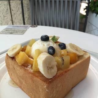 季節のフルーツ ハニートースト