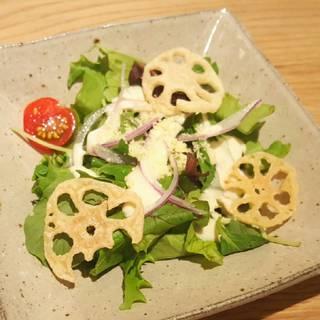 れんこんチップの和風シーザーサラダ