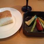フォカッチャと野菜マリネ