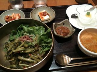 夏野菜たっぷりの麦ご飯ピビンバ