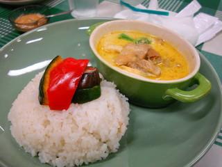 グリル野菜と鶏肉のレルブカレー オリエンタル風