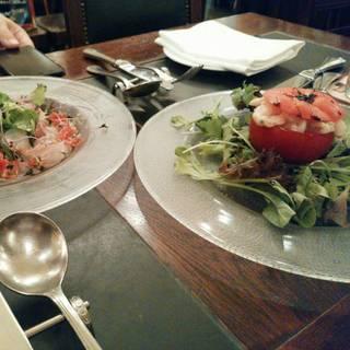 ベルギー名物・トマトクルヴェット~トマトに詰めた小海老のサラダ~