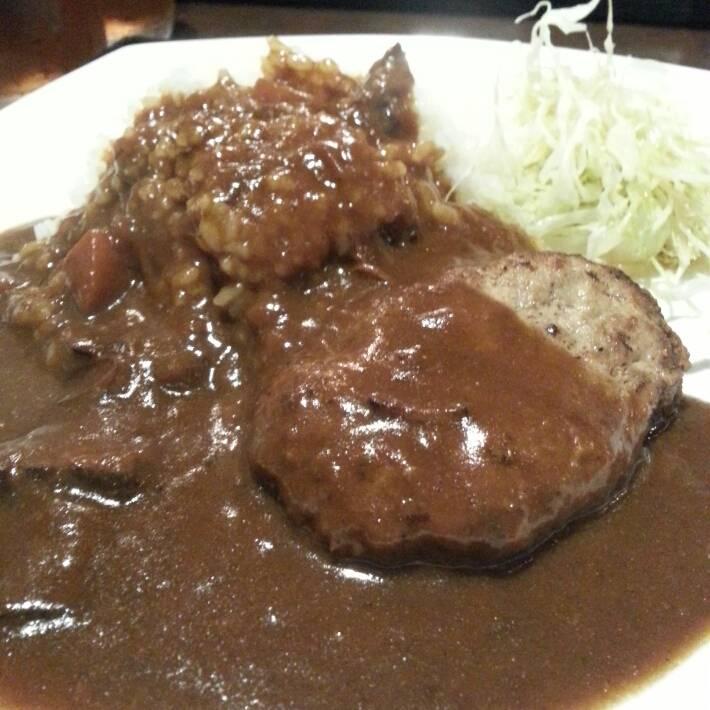 牛すじカレー (ハンバーグのせ)