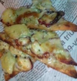 タコとじゃがいものジェノバ風ピザ