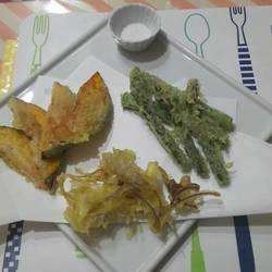 前菜(揚げ豆腐他)、ほうれん草とエリンギと鴨肉のサラダ、天ぷら(かぼちゃ、みょうが、アスパラ)