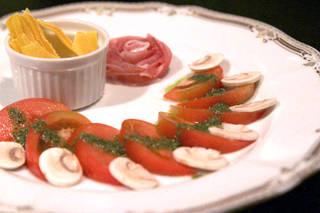 トマトのサラダ・生ハム・ドライマンゴー