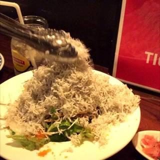 ドカ盛りしらすの梅サラダ
