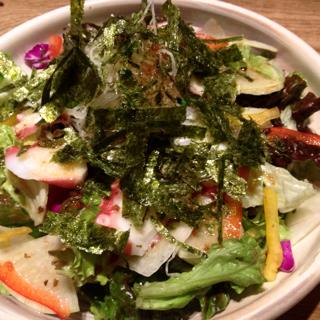 茶そばとタコの七種野菜サラダ