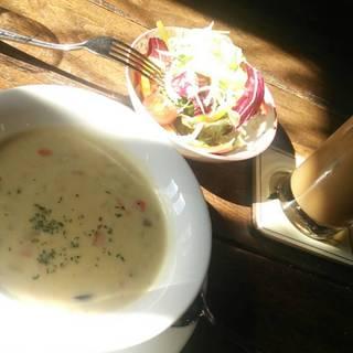 本日のスープとサラダ