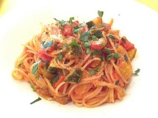 パンチェッタと野菜のトマトソース