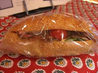 ペッパーシンケンのサンドイッチ