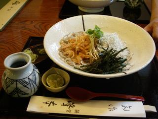 桜海老のバラかき揚げと湘南しらすのぶっ掛け蕎麦