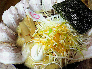 豚骨ネギチャーシュー麺