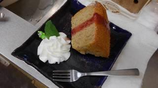 本日の手作り、ストロベリーシフォンケーキ