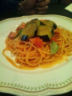 ベーコンとバジリコ、揚げ茄子のトマトソース スパゲティ