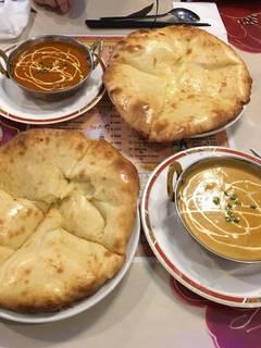 マトンカレー・シーフードカレーのチーズナンセット(Cセット)