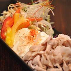バームクーヘン豚と自家製豆腐のしゃぶしゃぶサラダ