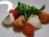 水牛モッツァレラチーズと2種類のトマトのカプレーゼ
