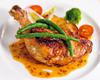 鶏のコンフィと彩り野菜の取り合わせ