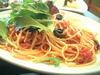 モッツァレラチーズ、ツナ、オリーブのトマトスーススパゲティ