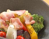 夏野菜と生ベーコンの焼サラダ
